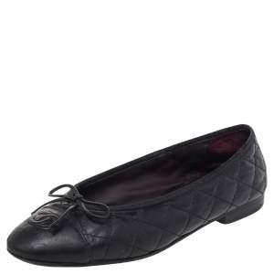 حذاء باليرينا فلات شانيل CC  جلد مبطن أسود بمقدمة مستديرة وفيونكة مقاس 37