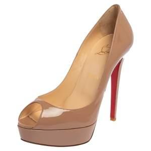 حذاء كعب عالي كريستيان لوبوتان بانانا جلد بيج لامع بمقدمة مفتوحة مقاس 39.5