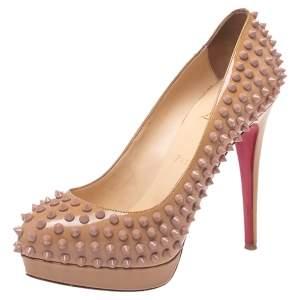 حذاء كعب عالي كريستيان لوبوتان نعل سميك ألتي سبايكد جلد لامع بيج مقاس 38.5
