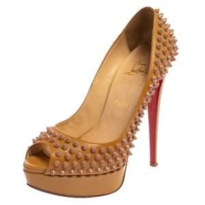 """حذاء كعب عالي كريستيان لوبوتان """"ليدي بيب"""" نعل سميك مرصع سبايك جلد لامع بيج مقاس 39.5"""