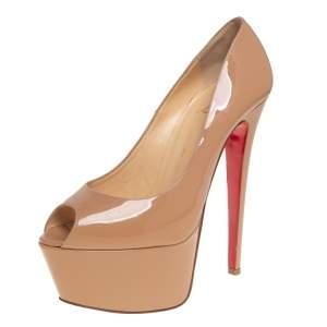 حذاء كعب عالي كريستيان لوبوتان جيمي جلد بيج لامع بمقدمة مفتوحة ونعل سميك مقاس 38.5