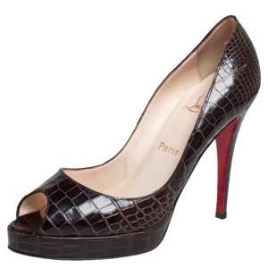 حذاء كعب عالي كريستيان لوبوتان جلد تمساح بني بمقدمة مفتوحة مقاس 39.5