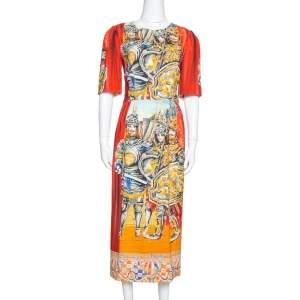 فستان دولتشي أند غابانا كريب مطبوع جنود متعدد الألوان مقاس وسط (ميديوم)