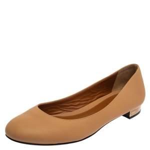 حذاء باليرينا فلات فندي جلد بيج مقاس 40