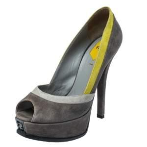 حذاء كعب عالي فندي نعل سميك مقدمة مفتوحة فنديستا سويدي أصفر/ رمادي مقاس 38.5