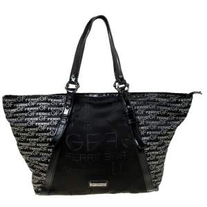 حقيبة يد جي أف فيري بسحاب نايلون بنقوش الشعار سوداء