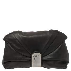حقيبة كلتش جوسيبي زانوتي جلد أسود بطيات وقلاب