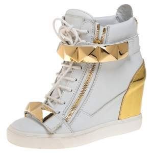 Giuseppe Zanotti White/Gold Leather Gold Pyramid Studded Sneaker Size 38.5