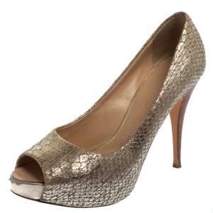 حذاء كعب عالي جوسيبي زانوتي جلد نقشة الثعبان ذهبي ميتاليك مقدمة مفتوحة نعل سميك مقاس 39.5