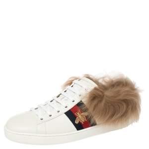 حذاء رياضي غوتشي أيس جلد أبيض وفرو نمط ويب ونحلة بعنق منخفض مقاس 37