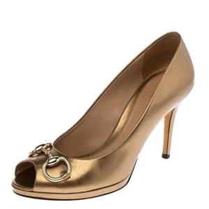 Gucci Gold Textured Glossy Leather Horsebit Peep Toe Pumps Size 37