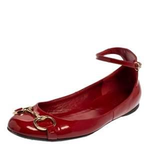 حذاء فلات غوتشي جلد أحمر لامع هورسبيت بحزام للكاحل مقاس 37.5