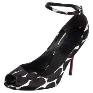 حذاء كعب عالي غوتشي ساتان أسود/أبيض بمقدمة مفتوحة وحزام كاحل مقاس 37.5