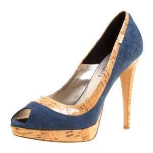 حذاء كعب عالي لوريبو نعل سميك مقدمة مفتوحة جلد لامع طباعة تمساح وسويدي بيج/ أزرق مقاس 40