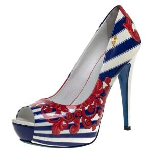 حذاء كعب عالي لوريبلو مقدمة مفتوحة و نعل سميك جلد لامع مطبوع متعدد الألوان مقاس 40