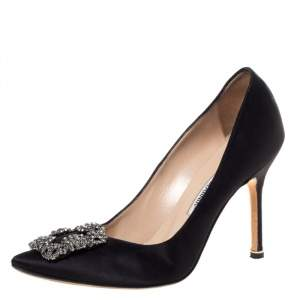 حذاء كعب عالي مانولو بلانيك مزخرف كريستال هانغيسي و بمقدمة مدببة ساتان أسود مقاس 37