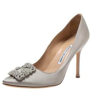 حذاء كعب عالى مانولو بلانيك مقدمة مدببة زخرفة كريستال هانغيسي ساتان رمادى مقاس 38