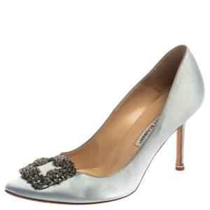 حذاء كعب عالى مانولو بلانيك مقدمة مدببة زخرفة كريستال هانغيسى ساتان أزرق مقاس 39