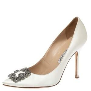 حذاء كعب عالى مانولو بلانيك هانغيسى ساتان أبيض مقاس 39.5
