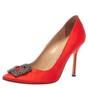 حذاء كعب عالي مانولو بلانيك هانغيسي ساتان أحمر مقاس 38.5