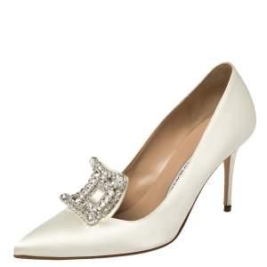 حذاء كعب عالي مانولو بلانيك بورلاك ساتان أبيض مزخرف كريستال مقاس 39