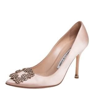حذاء كعب عالى مانولو بلانيك مقدمة مدببة زخرفة هانغيس ساتان بيج مقاس 36.5
