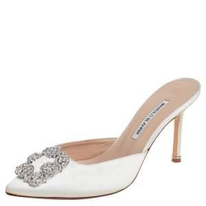 حذاء سلايد مانولو بلانيك هانغيسي مزخرف كريستال ساتان أبيض مقاس 38