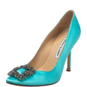 حذاء كعب عالي مانولو بلانيك هانغيسي ساتان أزرق مزخرف كريستال مقاس 37.5