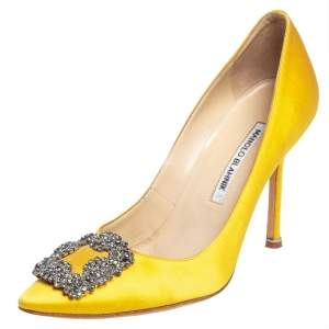 حذاء كعب عالي مانولو بلانيك هانغيسي ساتان أصفر مقاس 38.5
