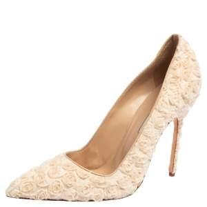 Manolo Blahnik Beige Floral Embellished Lace Pointed Toe Pumps Size 41