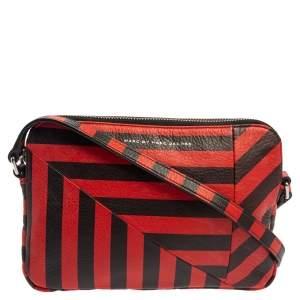 """حقيبة كروس مارك باي مارك جاكوبس """"تورن اروند داني"""" جلد مخطط أسود و أحمر"""