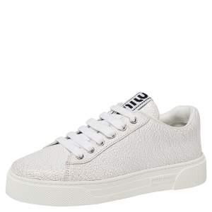 حذاء رياضي ميو ميو جلد أبيض بعنق منخفض مقاس 37