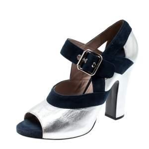 حذاء كعب عالي ميو ميو ماري جين جلد فضي ميتاليك وسويدي أزرق مقدمة مفتوحة مقاس 38.5