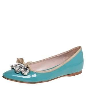 حذاء باليرينا فلات ميو ميو مزخرف جلد لامع أزرق مقاس 36.5