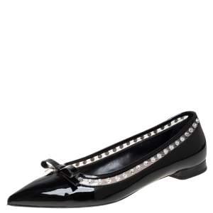 حذاء فلات باليه ميو ميو جلد أسود لامع بزخارف كريستال ومقدمة مدببة مقاس 36.5