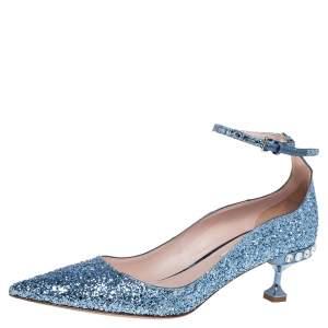 حذاء كعب عالي ميو ميو غليتر أزرق بزخارف كريستال ومقدمة مدببة وحزام كاحل مقاس 39