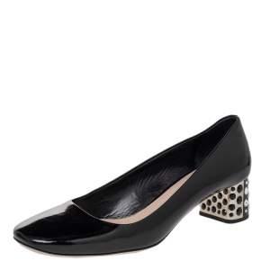 حذاء كعب مربع سميك ميو ميو جلد لامع أسود مزخرف بالكريستال مقاس 39.5