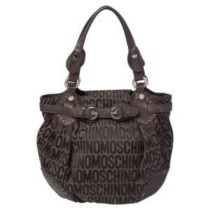 حقيبة هوبو موسكينو كانفاس بالشعار وجلد بني/ أخضر زيتوني