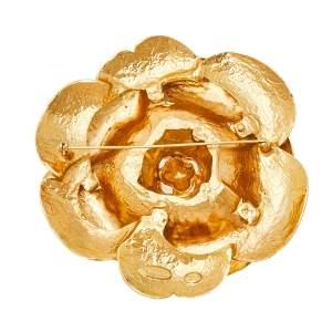 بروش أوسكار دي لا رينتا روزيت غاردينيا ذهبي اللون