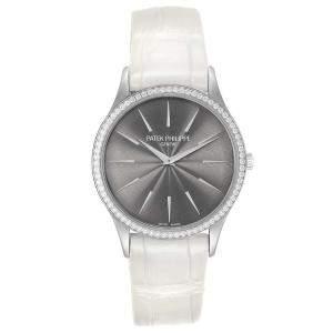 ساعة يد نسائية باتيك فيليب 4898 كالاترافا ذهب أبيض عيار 18 ألماس رصاصية 33مم
