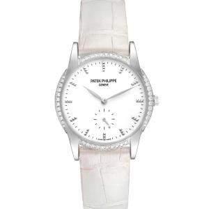 ساعة يد نسائية باتيك فيليب كلاترافا 7122 ذهب أبيض عيار 18 ماس أبيض 33 مم
