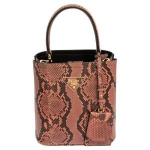 حقيبة برادا بانير جلد ثعبان وردي صغيرة بيد علوية
