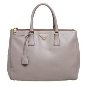 """حقيبة يد توتس برادا """"غاليريا"""" كبيرة جلد سافيانو لوكس رصاصية"""