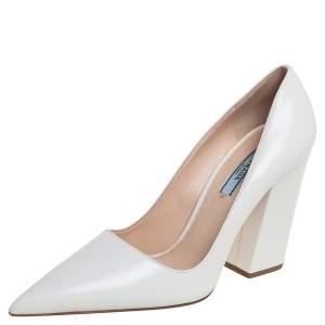 حذاء كعب عالي برادا مقدمة مدببة كعب عريض جلد أبيض مقاس 36
