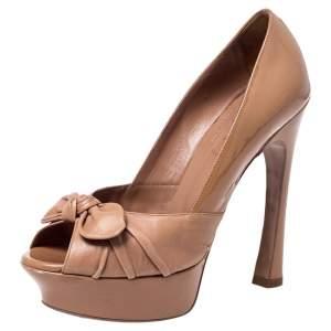 حذاء كعب عالي ايف سان لوران بالايس مقدمة مدببة نعل سميك بفيونكة وجلد وجلد لامع بيج مقاس 38