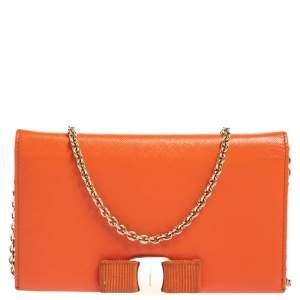 محفظة بسلسلة سالفاتوري فيراغامو ميس فارا جلد برتقالي