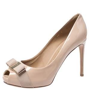 حذاء كعب عالي سلفاتوري فيراغامو بولا جلد بيج لامع مقدمة مفتوحة فيونكة فارا مقاس 40.5