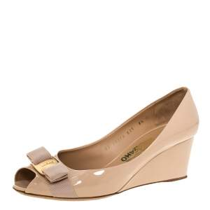Salvatore Ferragamo Beige Patent Leather Sissi Bow Peep Toe Wedge Pumps Size 39
