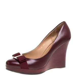 Salvatore Ferragamo Maroon Leather Vara Bow Wedge Pumps Size 40