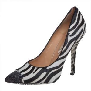 حذاء كعب عالى سالفاتورى فيراغامو جلد ستينغراى وشعر عج طباعة حمار وحشى أبيض / أسود مقاس 40